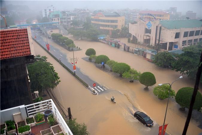 Quảng Ninh phải hứng chịu lượng mưa vượt quá cả trận lụt lịch sử tại Hà Nội năm 2008.