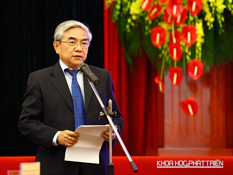 Bộ trưởng Bộ Khoa học và Công nghệ Nguyễn Quân nói lời kết cuộc gặp mặt các nhà khoa học trẻ.