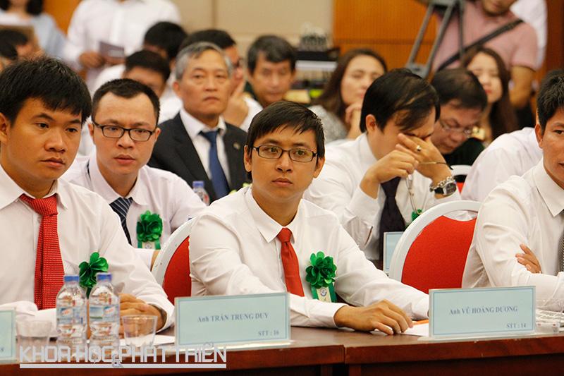 Các nhà khoa học trẻ tại buổi gặp mặt
