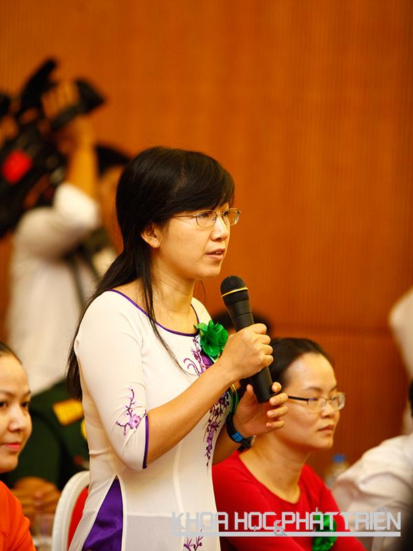 TS. Nguyễn Thị Phương Nhung phát biểu tại buổi tọa đàm