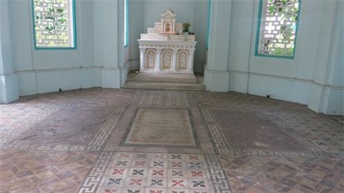 Độc đáo mộ cổ  Sài Gòn: Những câu đối bên mộ Trương Vĩnh Ký - ảnh 1