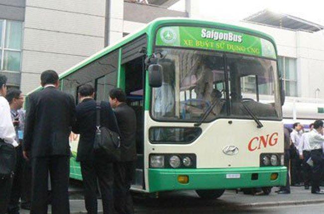 Xe buýt chạy bằng khí CNG tại TPHCM - Ảnh: Văn Nam