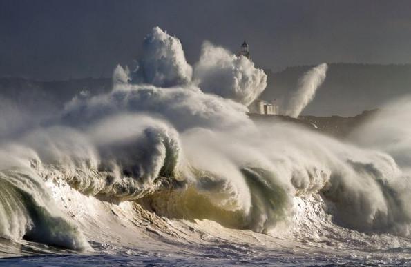 """""""Sự giận dữ của thiên nhiên"""". (Tác giả: Oscar Martinez)."""