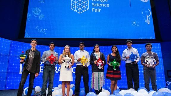 Những thiếu niên giành giải thưởng tại Hội chợ Khoa học Google  năm 2015.