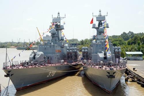 Hai tàu tên lửa 379 và 380. Ảnh: QĐND