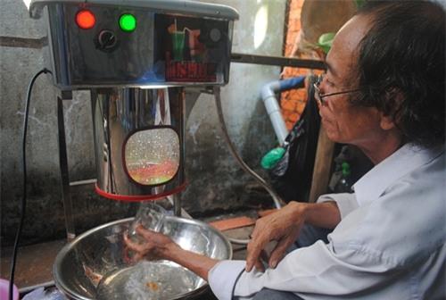 Máy rửa ly đa năng bán tự động của ông Nguyễn Duy Linh