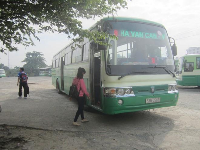 Sắp tới, khách đi xe buýt ở TPHCM chỉ cần sử dụng một loại vé điện tử duy nhất để thanh toán, tiết kiệm thời gian xếp hàng mua và kiểm soát vé.
