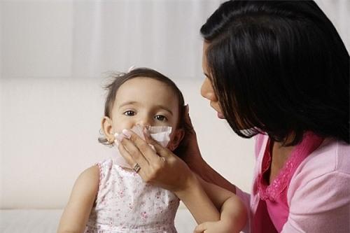 Có nên sử dụng thuốc xịt viêm mũi dị ứng trẻ em không