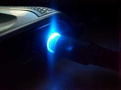 """Phát minh dòng điện xoay chiều. Sử dụng dòng điện xoay chiều chỉ tốn thời gian. Sẽ không có ai sử dụng phát minh này"""", Thomas Edison khẳng định năm 1889. Có thể, lúc phát ngôn, Edison muốn """"bắn tỉa"""" những nỗ lực của đối thủ George Westinghouse (người có bằng sáng chế cho phát minh dòng điện xoay chiều từ Nikola Tesla). Thực tế, sử dụng dòng điện xoay chiều cho các thiết bị điện sẽ dễ dàng hơn và hiệu quả hơn rất nhiều so với dòng điện một chiều """"yêu quý"""" của Edison. Nền văn minh nhân loại đã và đang """"vận hành"""" trên phát minh này kể từ khi nó ra đời."""