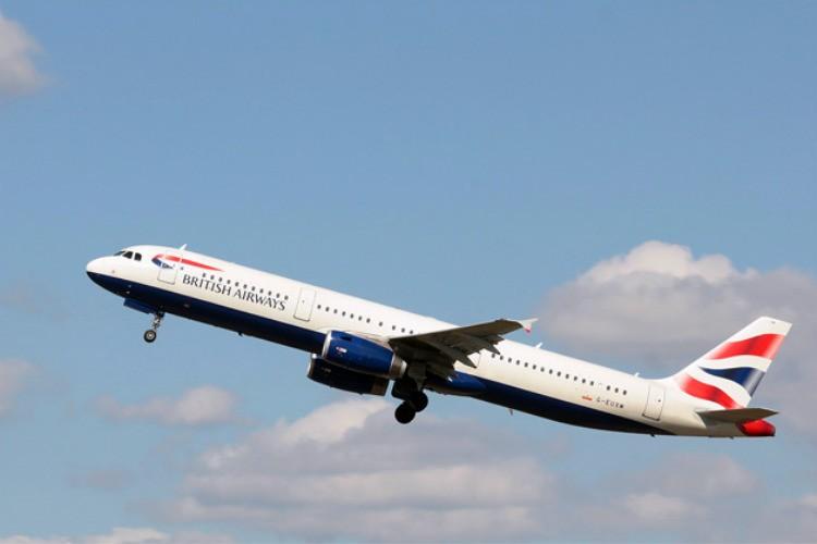 A321 là một phiên bản thay đổi kéo dài của dòng A320 thuộc Airbus - hãng sản xuất máy bay hàng đầu thế giới. A321 có tầm bay tối đa là 5.550 km. Tốc độ đạt 877 km/h ở độ cao 10.668 m. Chiều dài thân máy bay là 44,51 m và sải cánh 34,1 m. Phần đuôi máy bay rất tiên tiến vì được làm bằng sợi carbon tổng hợp, cực nhẹ nhưng rất vững chắc, giúp máy bay vận hành nhẹ nhàng và ổn định hơn. Ảnh: Britishairways.com
