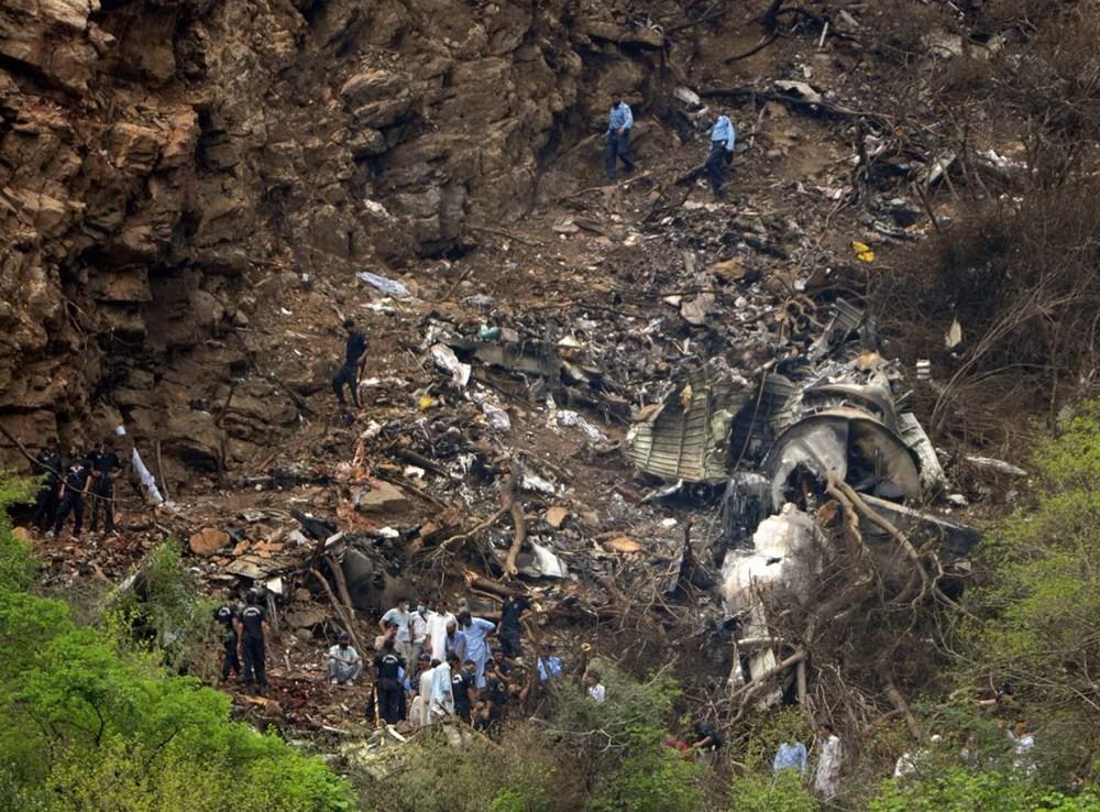 A321 thuộc gia đình A320 với hồ sơ an toàn bay rất tốt. Chỉ duy nhất một vụ tai nạn rất nghiêm trọng liên quan tới A321 xảy ra kể từ khi nó được đưa vào hoạt động. Ngày 28/7/2010, chuyến bay số hiệu 202 của hãng hàng không Airblue chở 152 hành khách và phi hành đoàn đâm vào một sườn đồi ở ngoại ô Islamabad của Pakistan. Không ai sống sót sau vụ tai nạn. Theo các nhà điều tra, thời tiết xấu và tầm nhìn kém là nguyên nhân khiến phi cơ gặp sự cố.  Ảnh: AFP