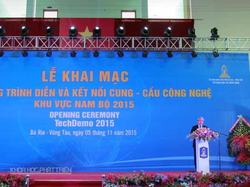 Bộ trưởng Bộ Khoa học và Công nghệ Nguyễn Quân phát biểu khai mạc. Ảnh Kiều Anh