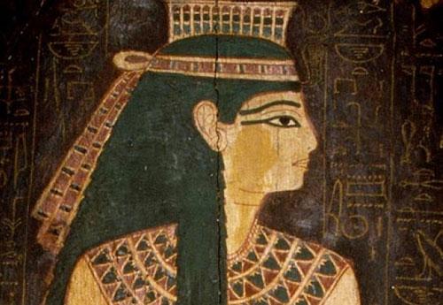 Phụ nữ Ai Cập thích kẻ mắt bằng than đen.