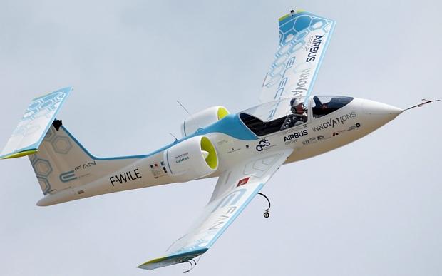 Máy bay E-fan có động cơ chạy bằng điện.