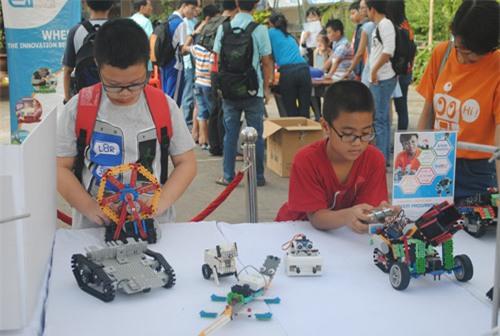 """Ngày hội STEM """"hút"""" các em nhỏ yêu thích khoa học - 1"""