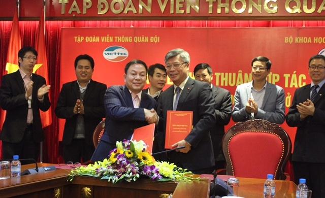 Đại diện Lãnh đạo Bộ KH&CN và Tập đoàn Viettel ký kết thỏa thuận