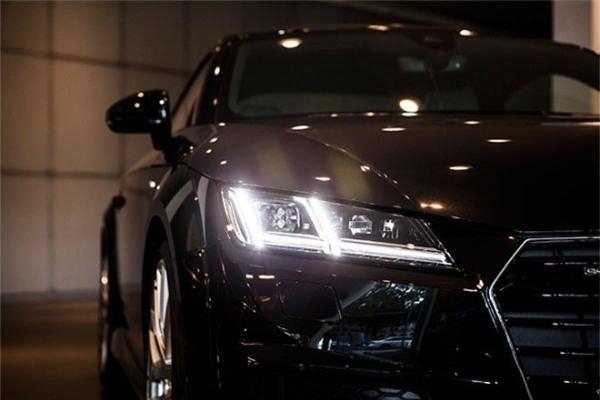 Đèn pha LED là công nghệ mới và được trang bị ngày càng rộng rãi trên các mẫu xe ô tô ngày nay