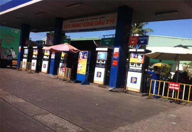 Kết quả kiểm nghiệm xăng A95 của cửa hàng xăng dầu 270 cho thấy có tạp chất, lắng cặn, nghi là nguyên nhân gây cho xe chết máy