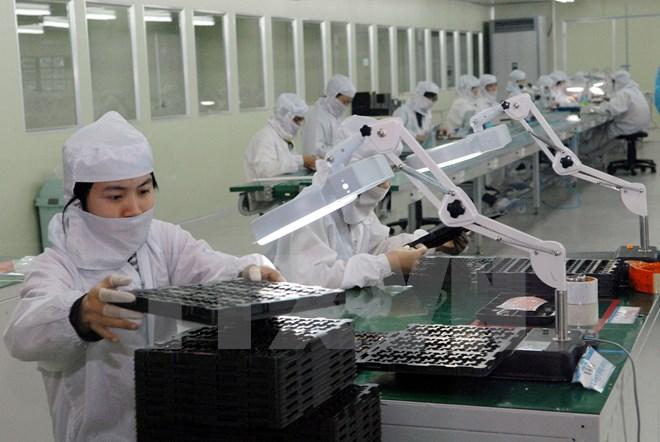 Sản xuất khay nhựa, hộp nhựa đựng linh kiện điện tử. (Ảnh: Danh Lam/TTXVN)