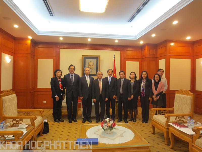 Bộ trưởng Bộ Khoa học và Công nghệ Nguyễn Quân cùng Đoàn công tác Công ty Phát triển Năng lượng Nguyên tử Quốc tế Nhật Bản (JINED)
