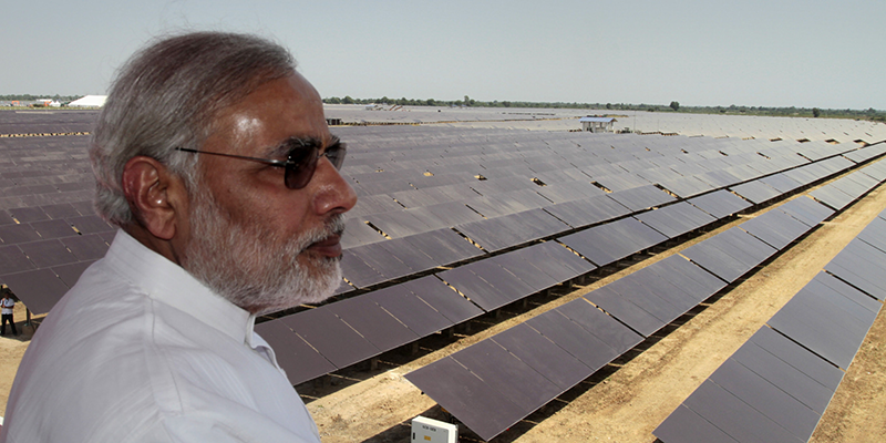 Thủ tướng Ấn Độ N. Moditại sân bay quốc tế Kochi - sân bay đầu tiên trên thế giới hoàn toàn sử dụng năng lượng mặt trời. Ảnh: Huffingtonpost