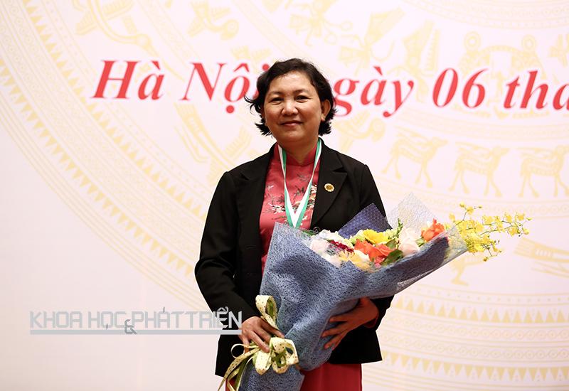 TS-BS Phạm Thị Ngọc Thảo trong lễ nhận giải thưởng Kovalevskaia 2015. Ảnh: Lê Loan