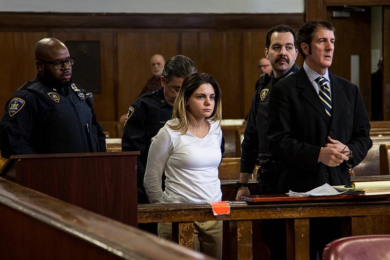 Thầy bói Kelly Delmaro bị kết án bốn năm tù treo vì hành vi lừa đảo, chiếm đoạt tài sản. Ảnh: Scoooops