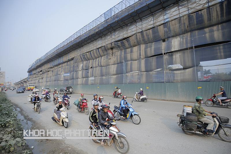 Cảnh bụi mù ở  đường Trần Phú, Hà Đông, Hà Nội. (Ảnh chụp ngày 19/4/2016). Ảnh: Phượng Hằng