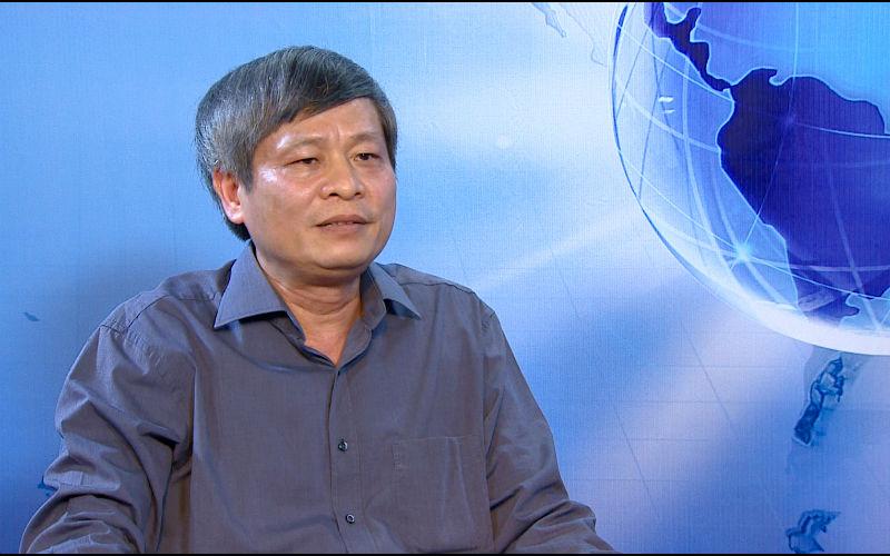 Thứ trưởng Phạm Công Tạc trả lời báo chí.