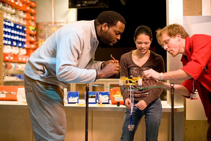 Một tiết mục trình diễn STEM tại Bảo tàng Khoa học Boston, Mỹ. Ảnh: Ecsite