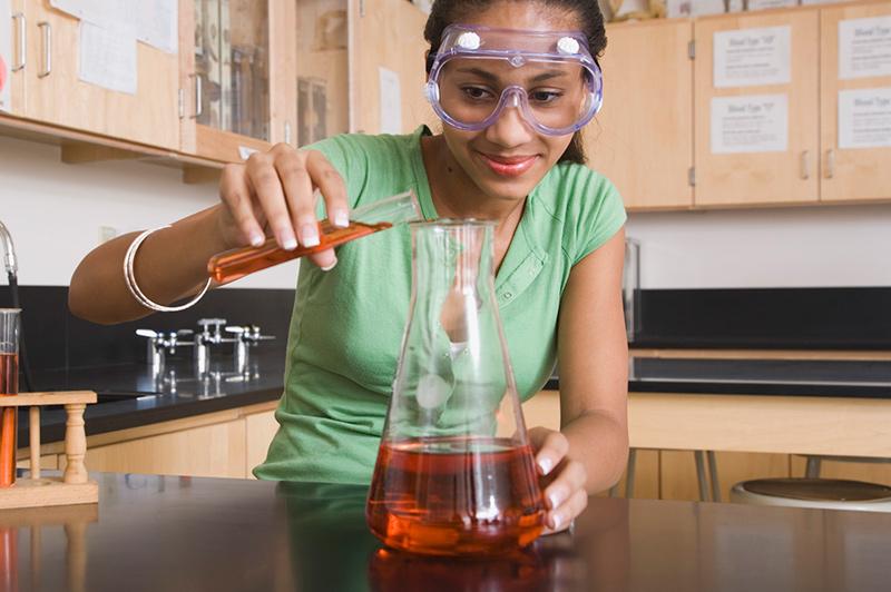 Một nữ sinh Mỹ đam mê STEM. Ảnh: Huffpost
