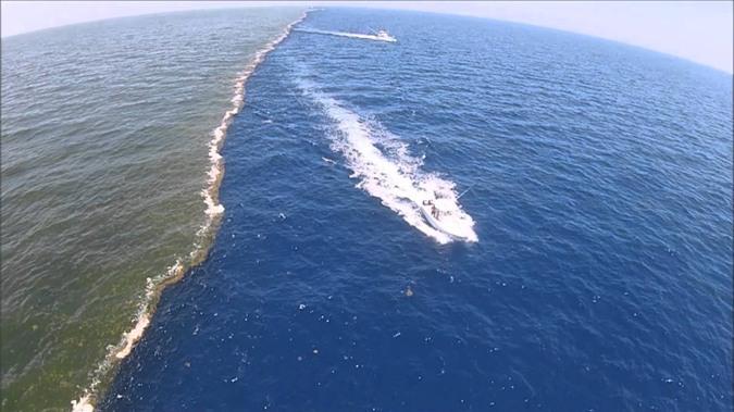 Hiện tượng mặt biển chia đôi ghi lại ở bang Mississippi.