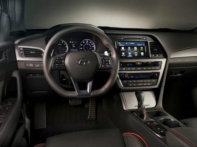Liệu rằng Sonata Sport 2.0L 2016 có đấu nổi Toyota Camry 12