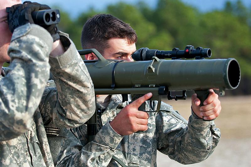 Một lính Mỹ đang sử dụng súng phóng lựu M3 Carl Gustav. Ảnh: Defense