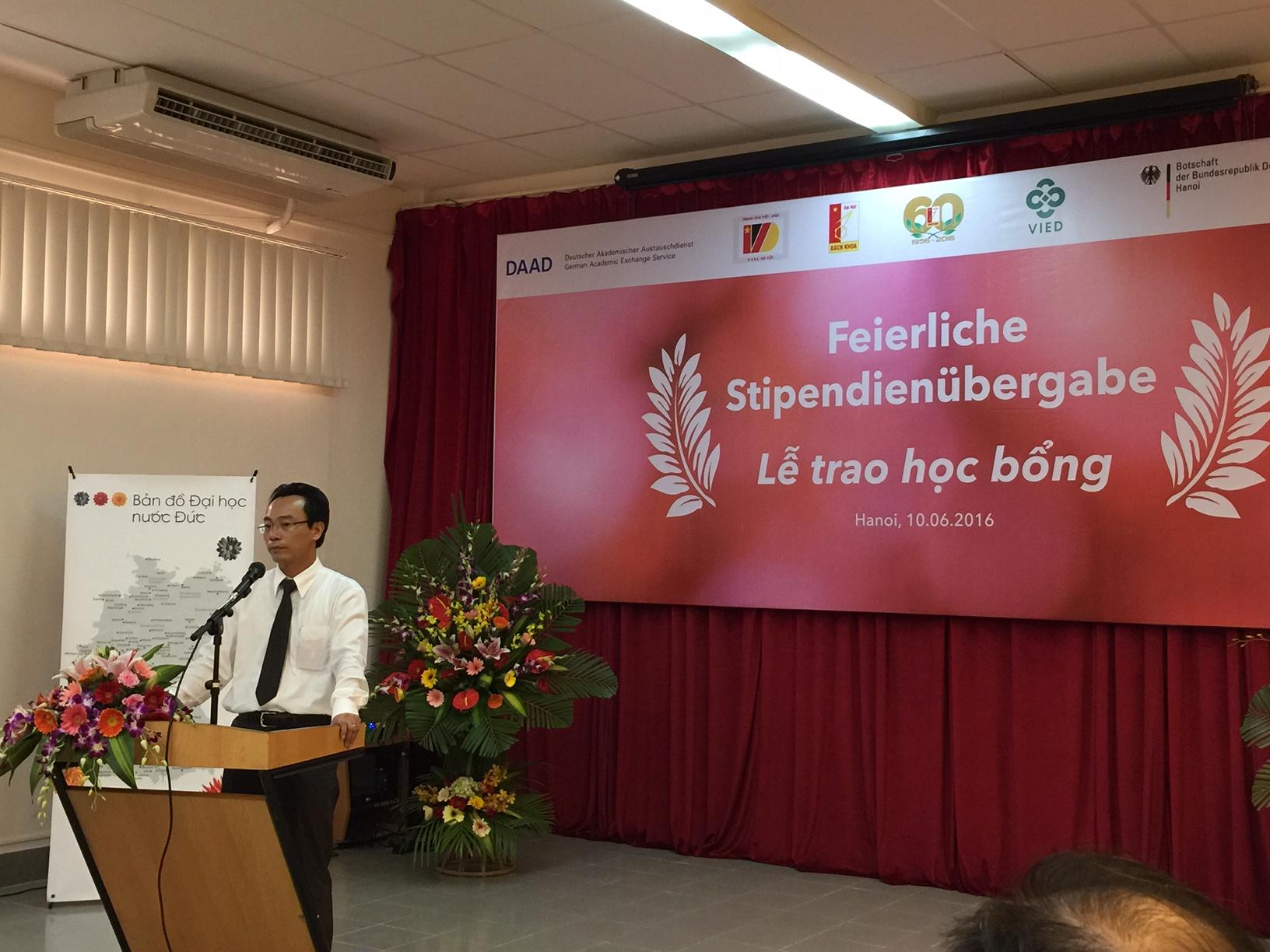 Giáo sư Hoàng Minh Sơn - hiệu trưởng trường Đại học Bách Khoa Hà Nội cũng là một cựu du học sinh tại Đức theo chương trình học bổng DAAD.
