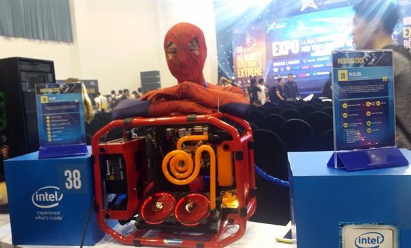 Một thùng máy tính lấy cảm hứng chiếc máy nổ.