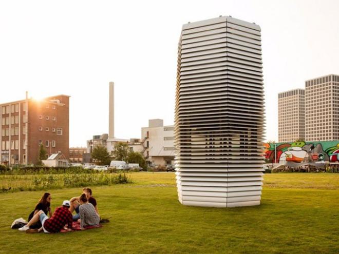 Smog Free Tower to lớn như một tòa tháp. Ảnh: Studio Roosegaarde