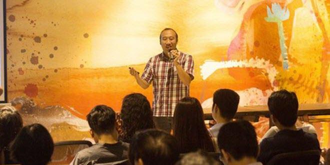 ông Hajime Hotta chia sẻ kinh nghiệm với các bạn trẻ quan tâm đến startup trong chương trình gặp gỡ nhà đầu tư Founder Fairytale vào ngày 13/4. Ảnh: up-co.vn