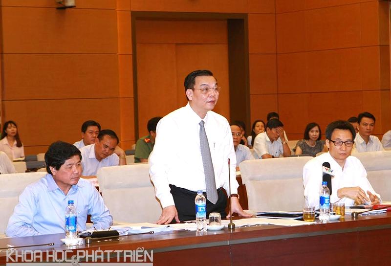 Bộ trưởng Bộ Khoa học và Công nghệ Chu Ngọc Anh báo cáo tại hội nghị