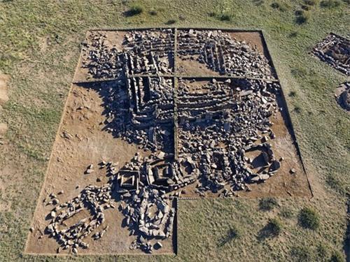 Phát hiện kim tự tháp đầu tiên trên thế giới cách đây 3000 năm - ảnh 2