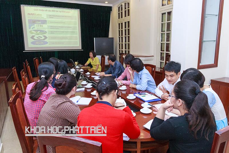 Một buổi sinh hoạt học thuật tại Viện Chiến lược và Chính sách KH&CN. Ảnh: Quang Trí