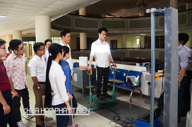 Máy đo quét 3D được trình diễn tại Hội nghị sinh viên nghiên cứu khoa học ĐH Bách khoa 2016. Ảnh: Phượng Hằng
