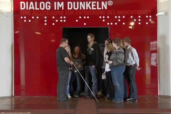 """Triển lãm """" Đối thoại trong bóng tối""""  diễn ra tại  Hamburg, Đức."""