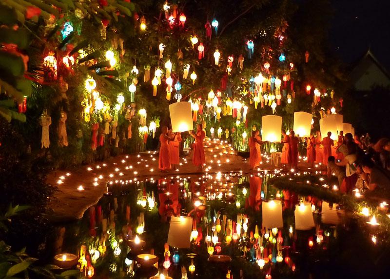 Bellissime immagini del festival di Loi Krathong in Thailandia