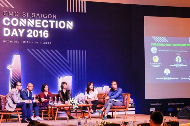 Các diễn giả trao đổi về những xu hướng công nghệ tại CMC SI Saigon Connection Day 2016