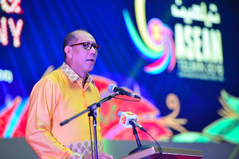 Bộ trưởng Thông tin Truyền thông Brunei Dato Mustappa Sirat phát biểu