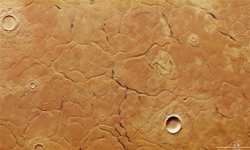 Hình ảnh vệ tinh về địa hình trên Utopia Planitia, nơi vừa tìm thấy dải băng dày 170 m. Ảnh: ESA.