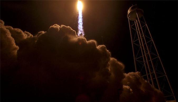 Tàu vũ trụ Cygnus được phóng lên để tiếp tế hàng cho trạm ISS. (Ảnh: Bill Ingalls).