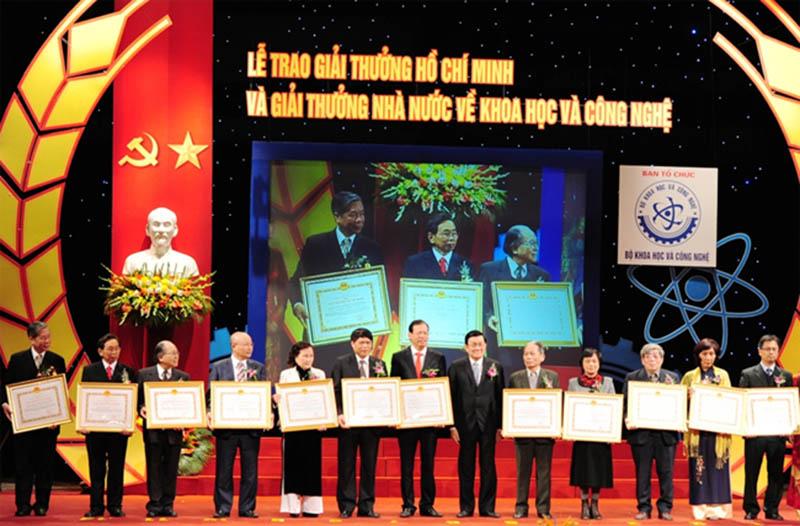 Lễ trao giải thưởng Hồ Chí Minh; giải thưởng Nhà nước về khoa học và công nghệ đợt 4.