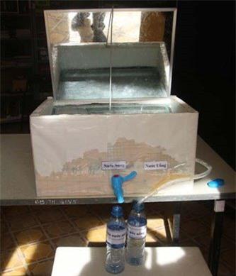 Thiết bị lọc nước mặn thành nước ngọt của Ngân và Linh.